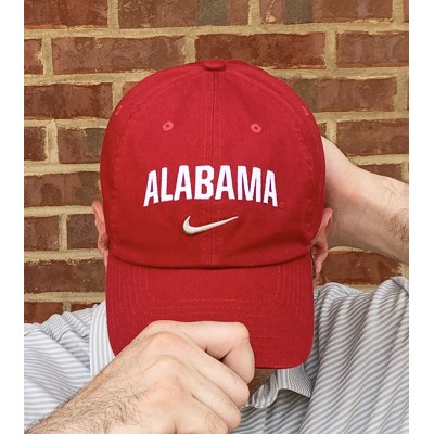 Nike Arched Crimson Cap